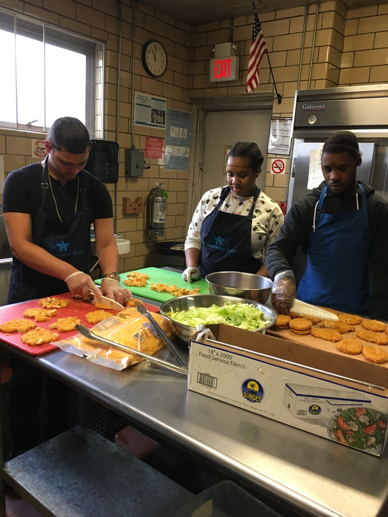 Room 14 students preparing lunches
